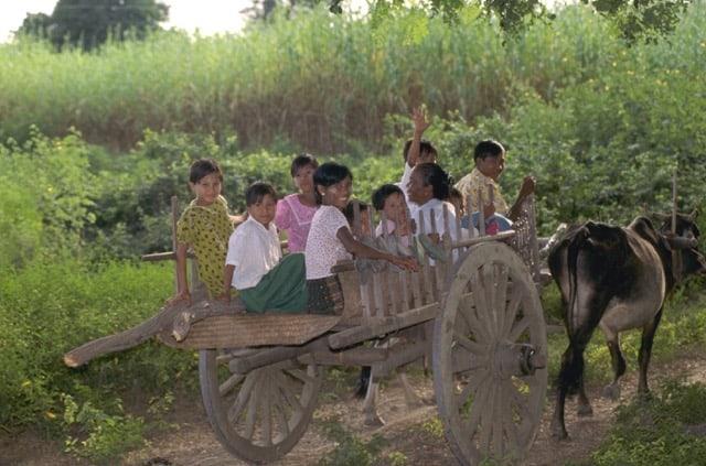 Basket lady hills of Yangtze River